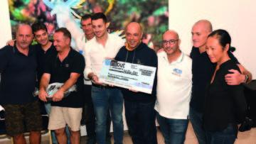 Premiazione categoria Reflex. Nella foto con l assegno il vincitore Andrea Severino FOTO CARLO RAVENNA